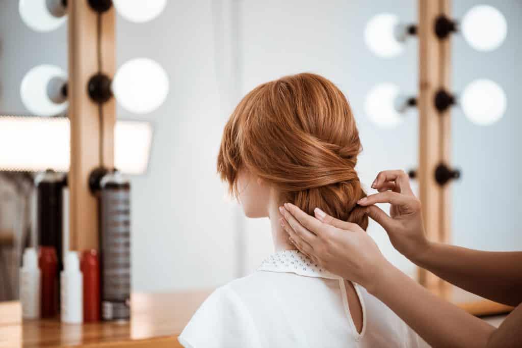 mujer peluquería peinado pelirroja